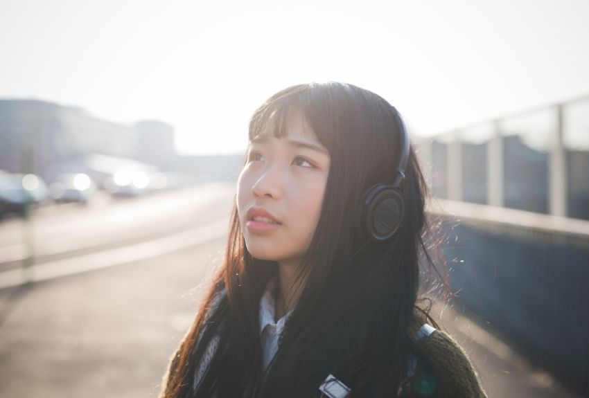 woman-wearing-headphones-850.jpg
